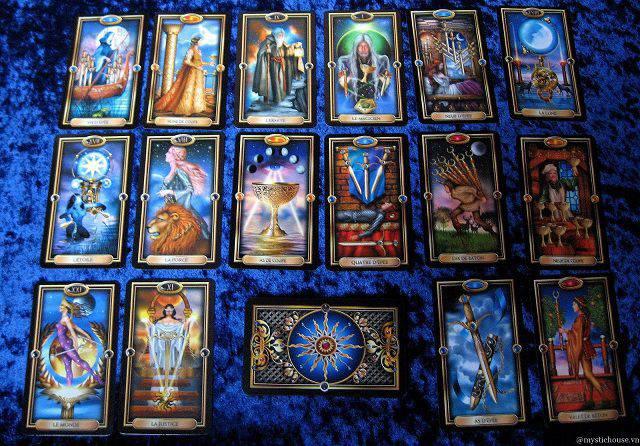 Gilded Tarot – Bộ Bài Tarot Sử Dụng Hình Ảnh Kỹ Thuật Số